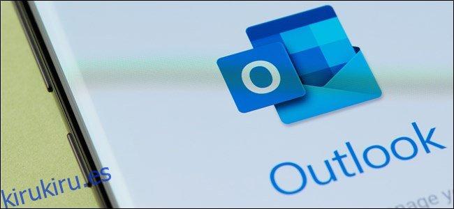 El icono de Outlook en un teléfono inteligente Android.